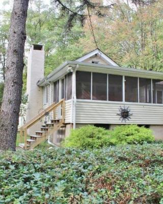 Cozy Lake Wallenpaupack Cottage!