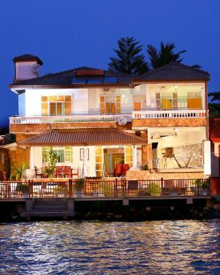 Bentota River Edge Private Villa