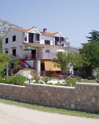 Apartments & Rooms Luka