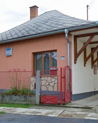 Pinczés Ház