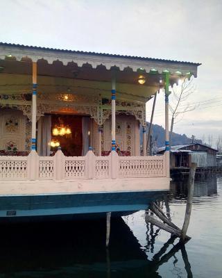 Houseboat New World
