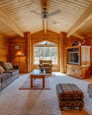 Sisters Tollgate Cabin with Hot Tub & WiFi