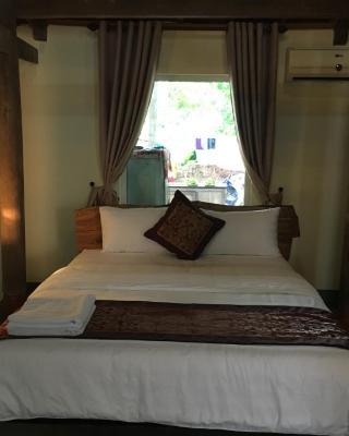 Phong Nha Rustic Home