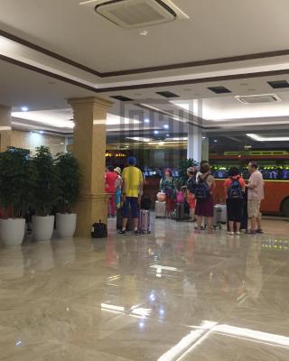 Golden Gem Tuan Chau Hotel