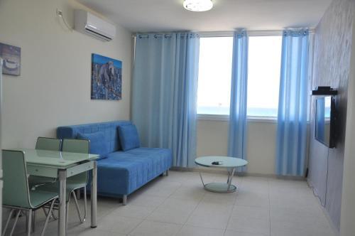 Beachfront Apartment Bat Yam 413