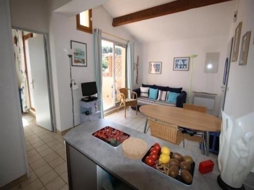 Apartment Agréable appartement, très bien situé à deux pas du port de plaisance, avec terrasse et parking