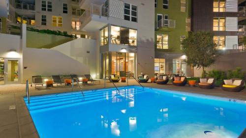 Downtown LA Spectacular Pool Suite