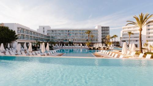 Los 10 mejores hoteles de 4 estrellas de Es Canar, España ...