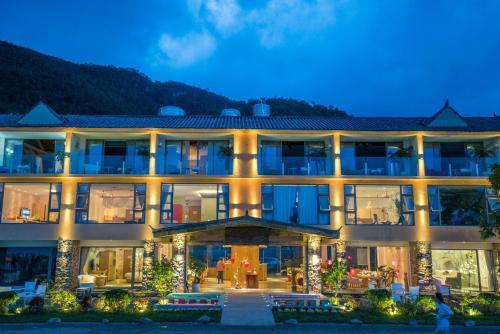 Lu Gu Lake Duo Mei Xuan Hotel