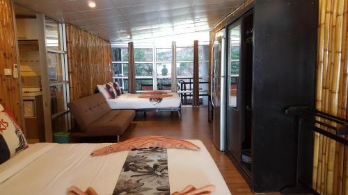 2W Beach Hostel, Koh Samui