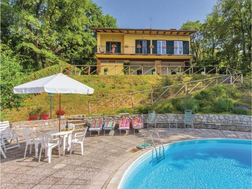 Four-Bedroom Holiday home Tuoro sul Trasimeno PG with Lake View 02