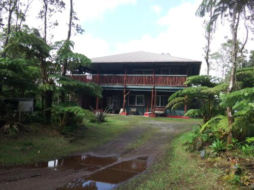 Aloha Crater Lodge and Lava Tube Tours