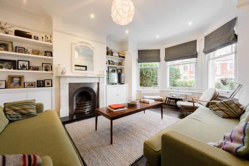 Gorgeous, 4 Bed Victorian house in Dollis Hill
