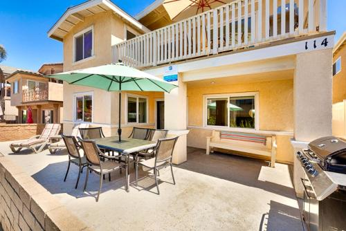 NB-114A - Newport Beach Bliss I Four-Bedroom Apartment