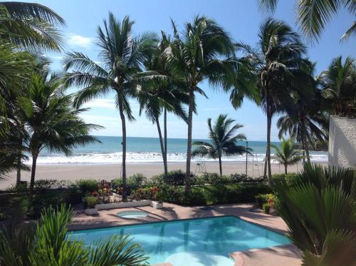 Beautiful Apartment steps away from the beach