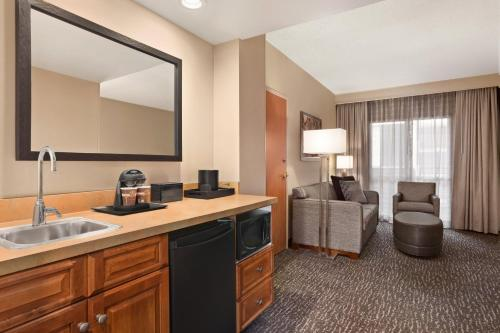 Embassy Suites Northwest Arkansas - Hotel, Spa & Convention Center