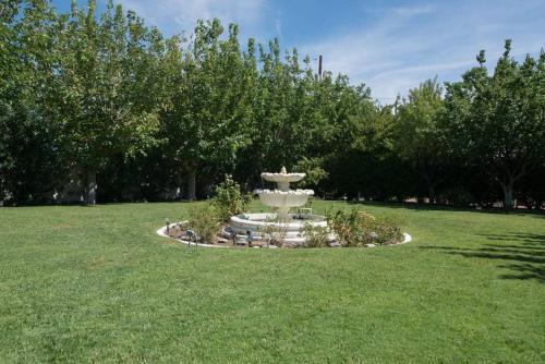 Huge Private, Park-like Oasis