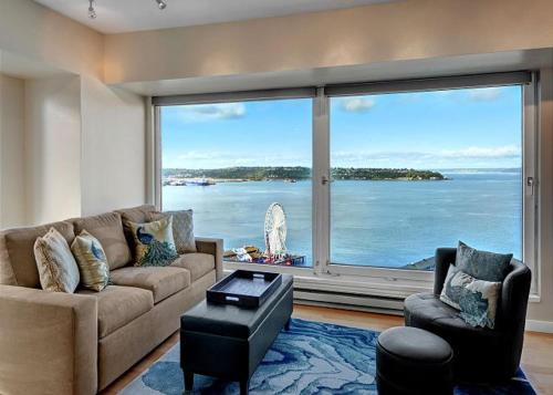 Newmark Elliott Bayview Luxury Suite Condo