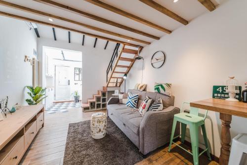 Living In Local Apartment Best Location-506