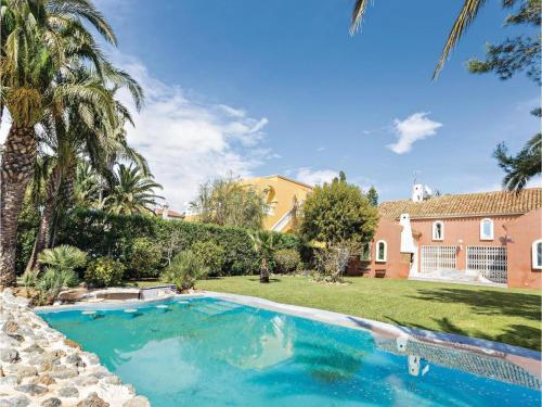 Six-Bedroom Holiday Home in Roquetas de Mar