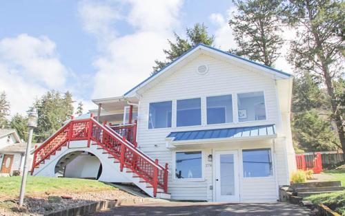 Depoe Bay Whalehouse Home