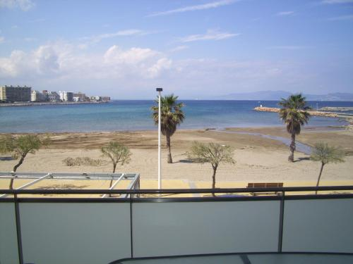 Beachfront Apartment with Sea View - Voromar