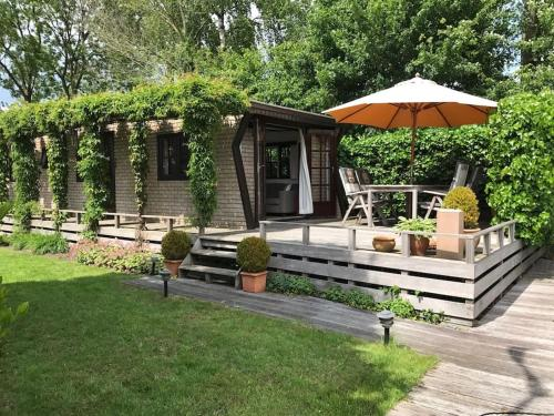 Chalet by the lake near Amsterdam