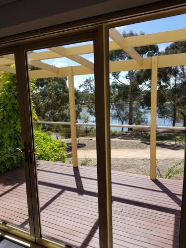 Lake Views and 700m to Sovereign Hill
