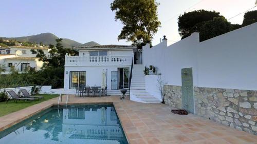 28205-Unique luxury villa with heated pool
