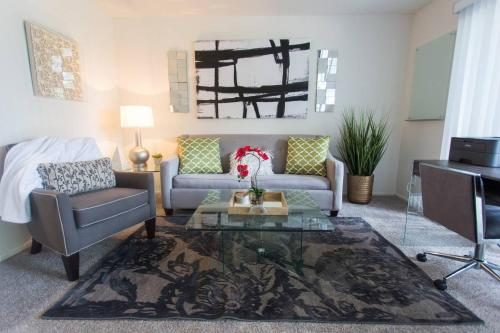 Apartment   King Bed   Apple TV   WiFi   Pool & Spa   Parking