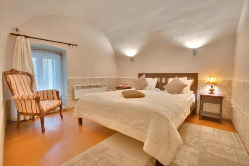 Daily Apartments - Old Town Romantic Apartment