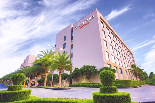 Courtyard By Marriott Agra This Is A Preferred Property They Provide Excellent Service Great Value And Have Awesome Reviews From Booking Guests