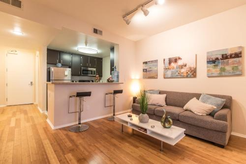 Popular Private luxury Room in shared apartment in Hollywood