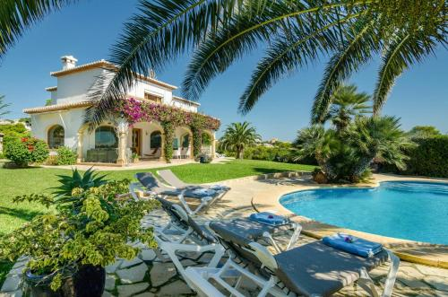 A fantastic, recently refurbished and renovated, 4 bedroom villa - new for 2017