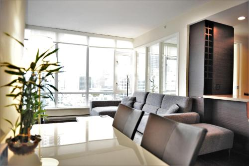 Luxury 2 BDR 2 BA in Downtown Vancouver