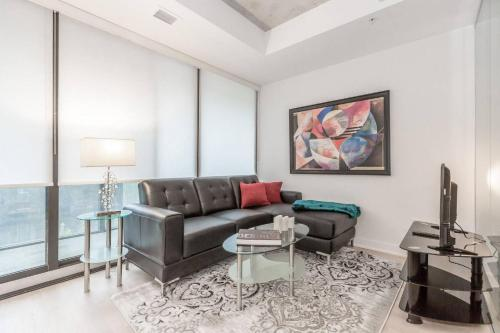 Amazing 1BR in Popular King West
