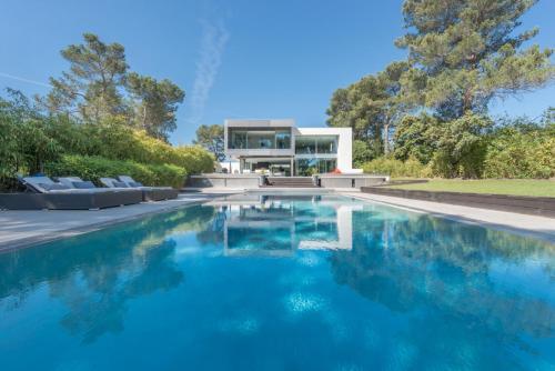 Architect Designed Villa & Iconic View