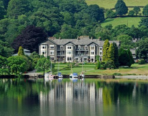 The Inn On The Lake