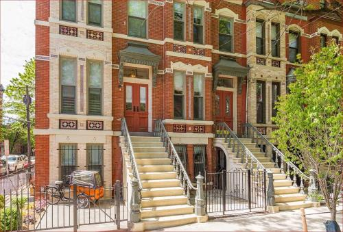 Luxury House, Historic Downtown 7 minutes from Manhattan Townhouse