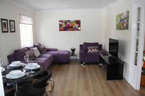 City Centre Apartment with Riverside Walks and Free Parking- No P24