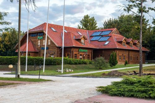 Grand Slam Park Inn