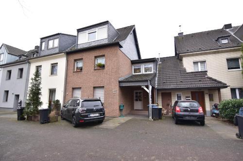 Apartments Köln Rath mit Garten und Pool
