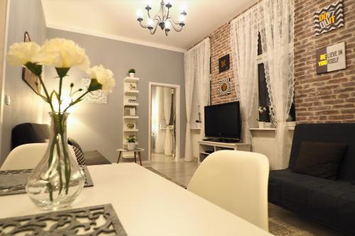 KGHN Apartments Tkacka