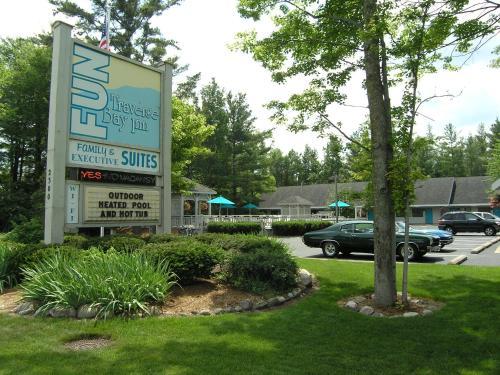 Reserve This Pet Friendly Hotel Description For A11y Traverse Bay Inn City