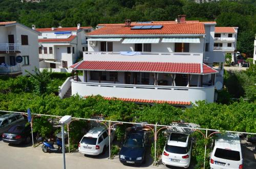 Apartments Sersic Baska I