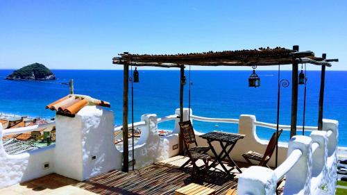 Bagni Nel Blu Spotorno : I 10 migliori hotel sulla spiaggia di spotorno italia booking.com