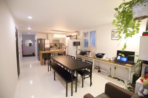 Guesthouse Zibro S, Seoul, South Korea - Booking com