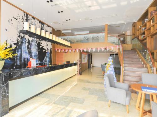Cloud City Inn Pengzhou Second Office District Peony Mingcheng Branch