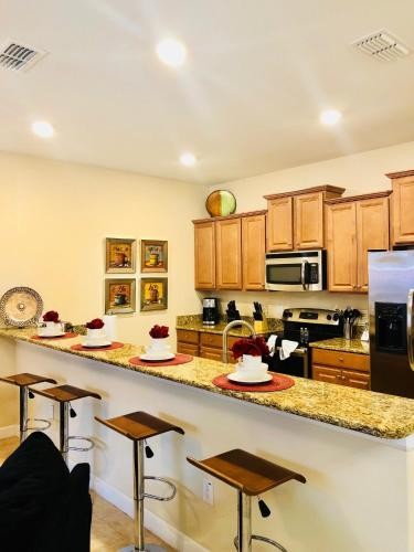 OBAH1000 Paradise Palms Townhome 4 Bedrooms