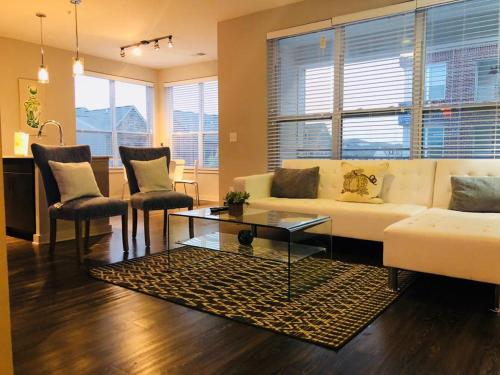 Luxury/Elegant 2 B/room Condo in Heart of Buckhead